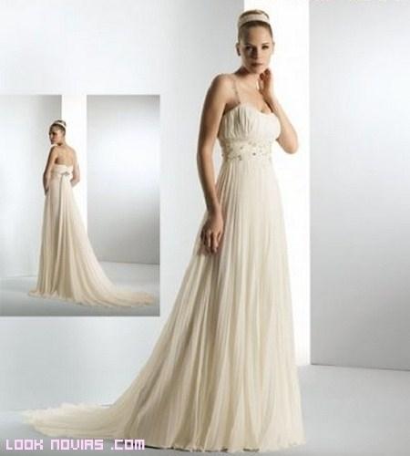 Novias a la moda con vestidos plisados