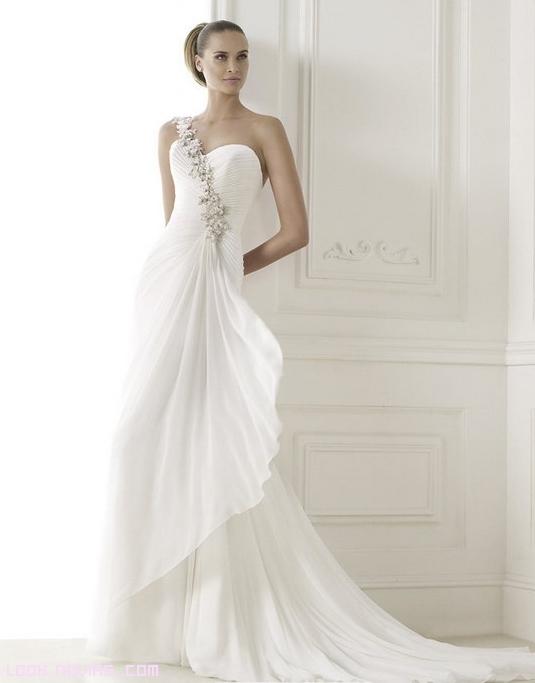 vestidos blancos con flores para novias