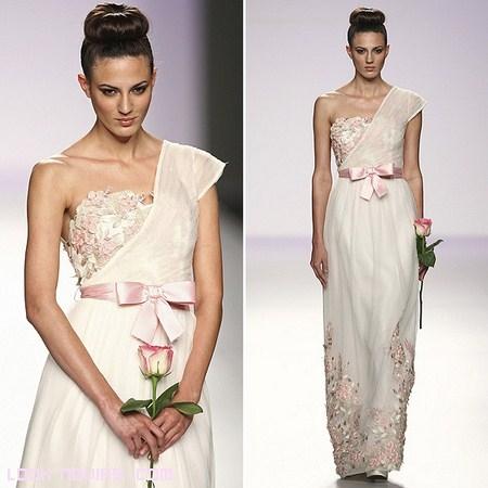Novias vestidas de rosa