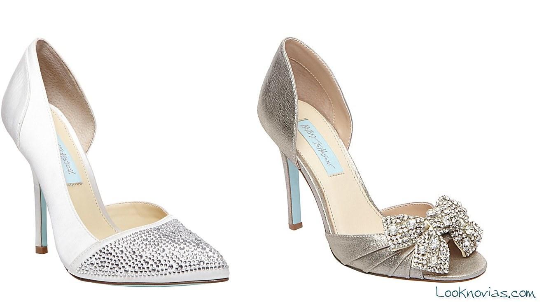 zapatos de corte salón Betsey Johnson