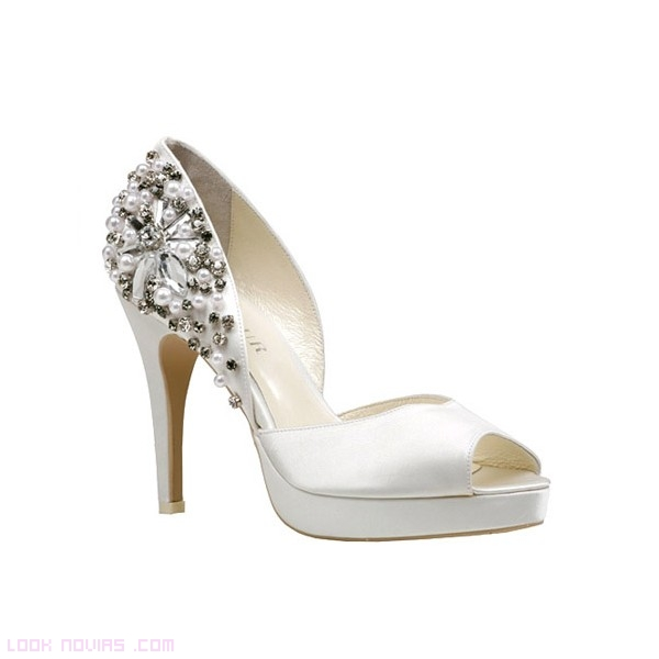 zapatos blancos con pedrería